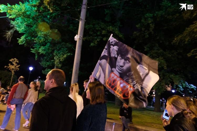 Ночью в центре города собрались фанаты Виктора Цоя.