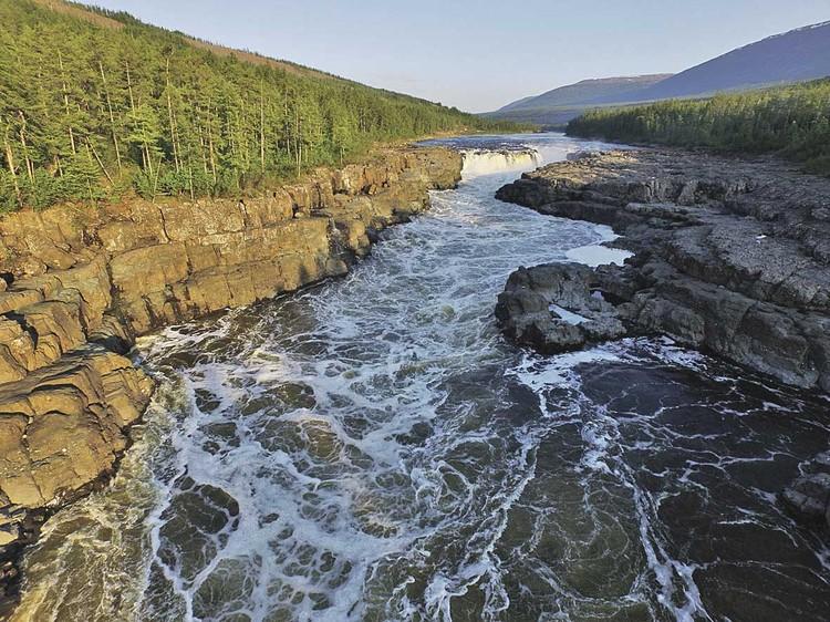 К Большому Курейскому водопаду на плато Путорана в июне 2016 года мы шли ради того, чтобы произвести замеры, подтверждающие: это крупнейший в России водопад по мощности потока водосброса. Задание РГО выполнено.
