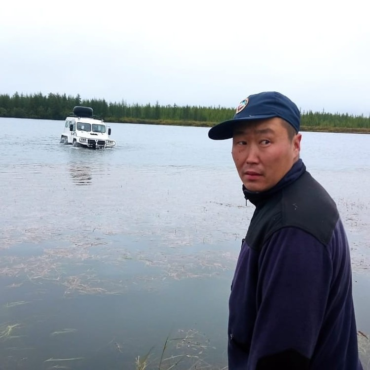 Начальник поисково-спасательного отряда Алексей Тарасов первым отправился на поиски пострадавшего рыбака. Фото предоставлено Алексеем Тарасовым