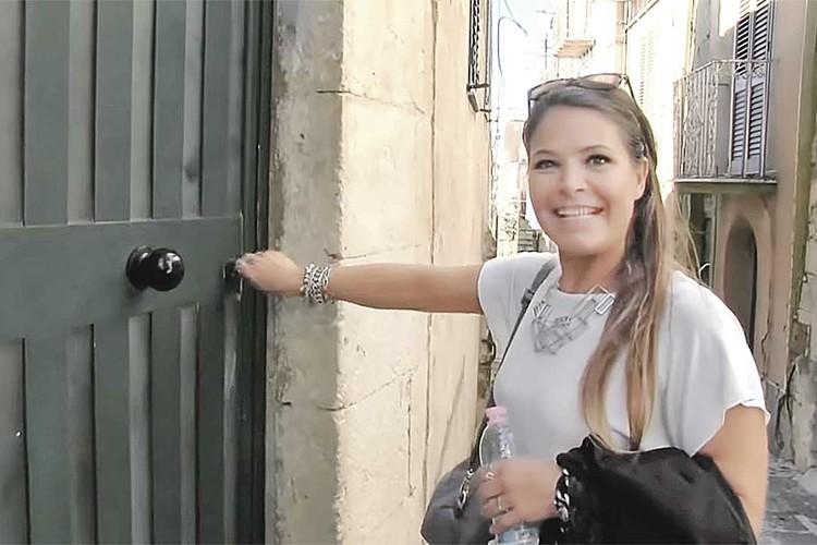 Аргентинка Сесилия купила виллу за 1 евро в деревне Муссомели. И совершенно счастлива. Фото: © Case a 1 euro