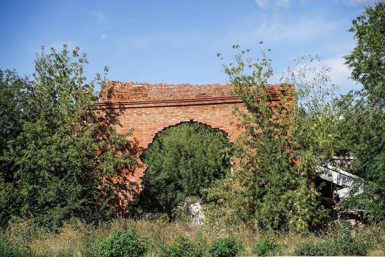 Это не ворота в поселок 6 Кирзавод, а напоминание о Самаралаге