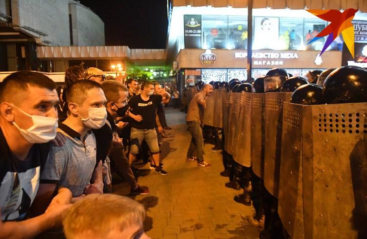 Выйдя на улицу после выборов, многие белорусы столкнулись с жестким противостоянием силовиков.