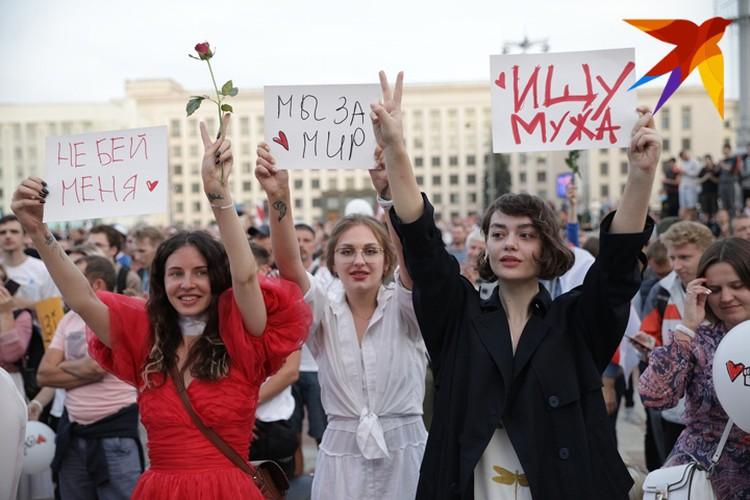 Сотни тысяч людей вышли в Минск на акцию протеста.