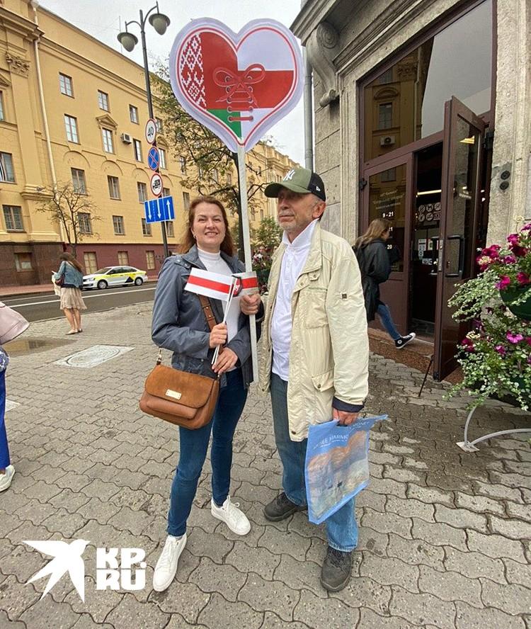 Среди сторонников оппозиции появились люди с совмещенными флагами