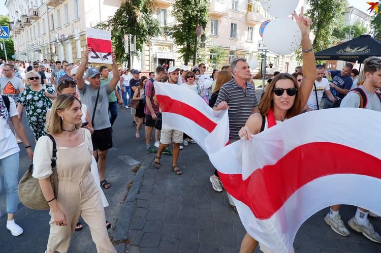 Центральные улицы Гомеля вновь окрасили в бело-красно-белый цвет