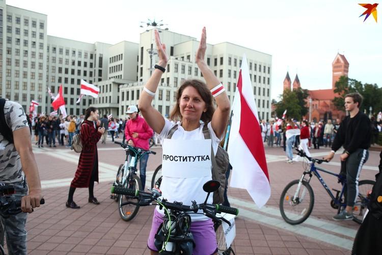 Вот так свое недовольство властью выражают белоруски. Как говорится, из песни слов не выбросишь...