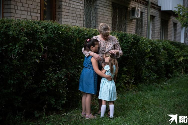 Елена надеется, что все неприятности рано или поздно закончатся, и она сможет всю себя посвящать детям
