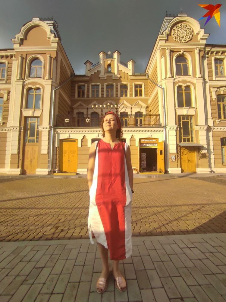 Наталья говорит, что материалы дела сфабрикованы, а судить ее будут за цвет платья. Фото: личный архив.