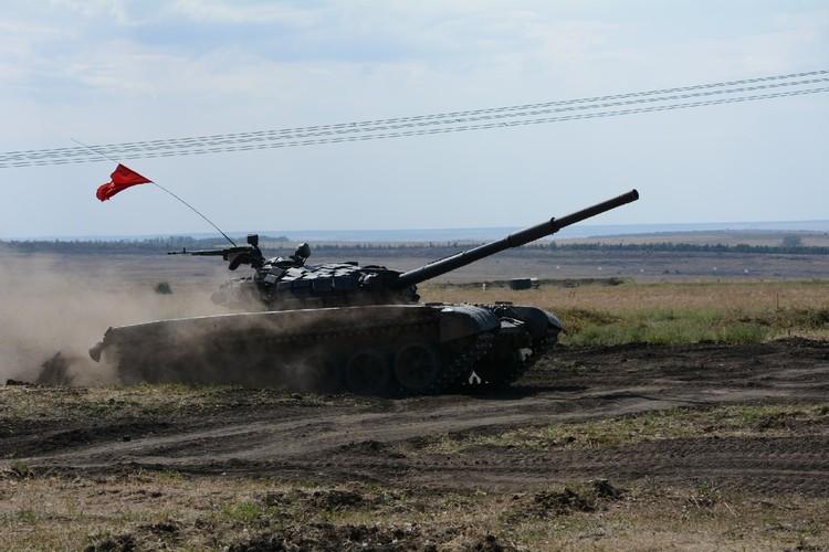 Вес каждой боевой машины - примерно 45 тонн и они показывали крутые виражи