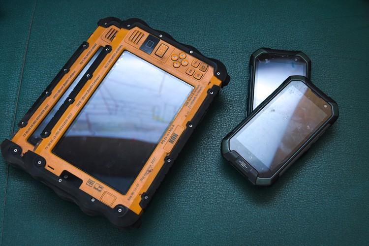 В шахте используются только искробезопасные смартфоны и планшеты.