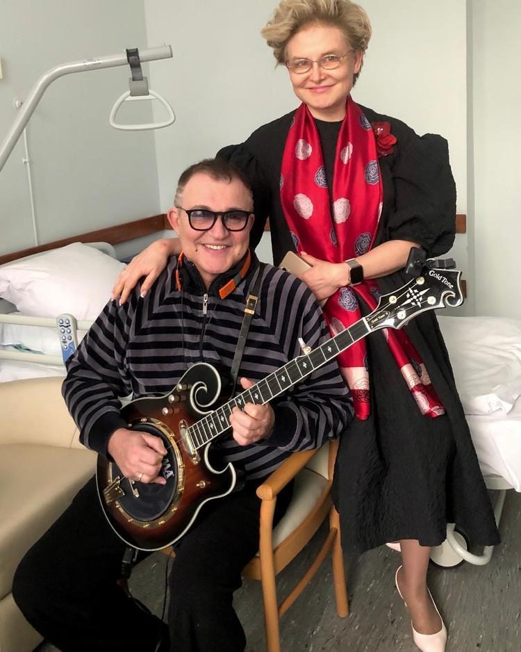 Малышева навещает Диброва в больнице.