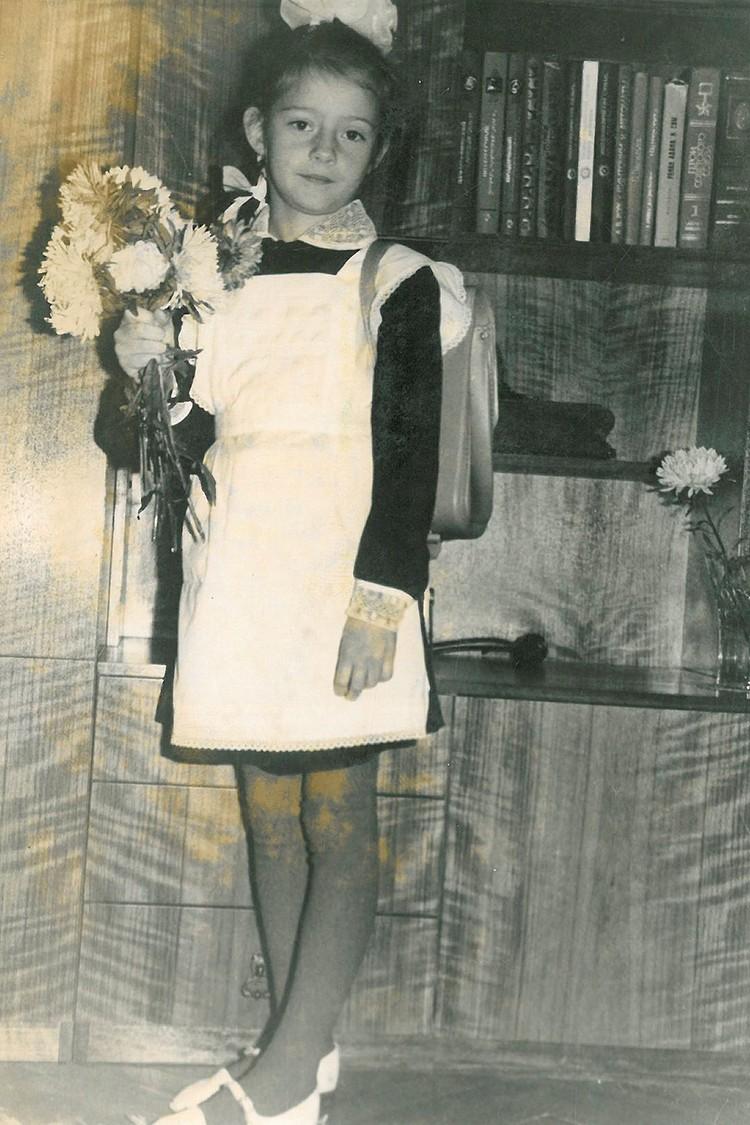 На дворе 1989 год, Юлия Круглова идет в «нулевку» при детском саде №99.