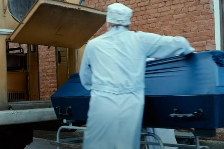 Картина, вызвавшая скандал, посвящена событиям, развернувшимся уже после гибели Виктора Цоя на трассе в Латвии. Фото: Кадр из фильма