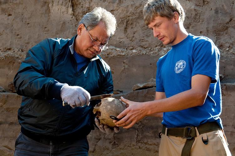 В 2012 году Сергей Шойгу принял участие в международной археолого-географической экспедиции «Кызыл - Курагино». Фото Антона Агаркова