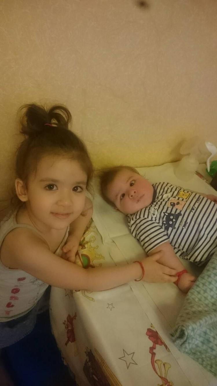 Ляйсан в свои 4 года обожает нянчиться с малышом