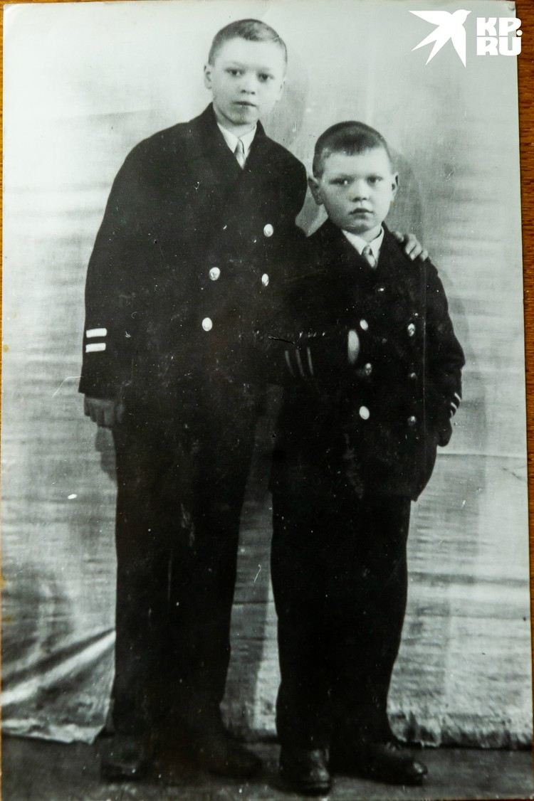 Старший брат Игорь (слева) вернулся домой в 1947-м. Фото: Из семейного архива. Пересъемка: Олег ЗОЛОТО