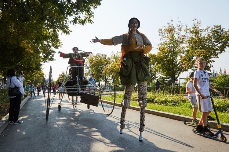 Шествие мимов стало одним из ярких моментов праздника. Фото: Людмила Грибцова