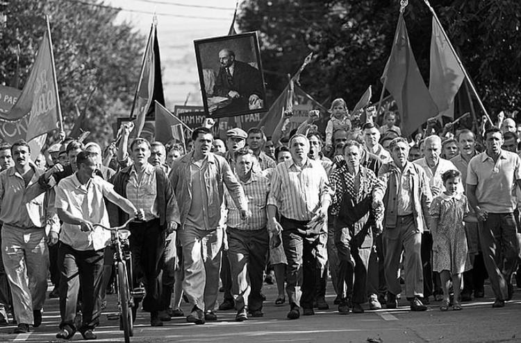 Действие фильма Кончаловского происходит в вольной казачьей земле, и народный протест он рисует как часть этой русской вольницы. Фото: кадр из фильма