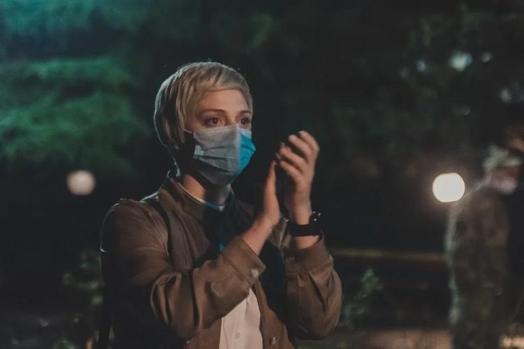 Герои фильма надели маски, раньше, чем стало известно о новой коронавирусной инфекции. Фото: дирекция маркетинга и внешних коммуникаций телеканала «Россия 1»