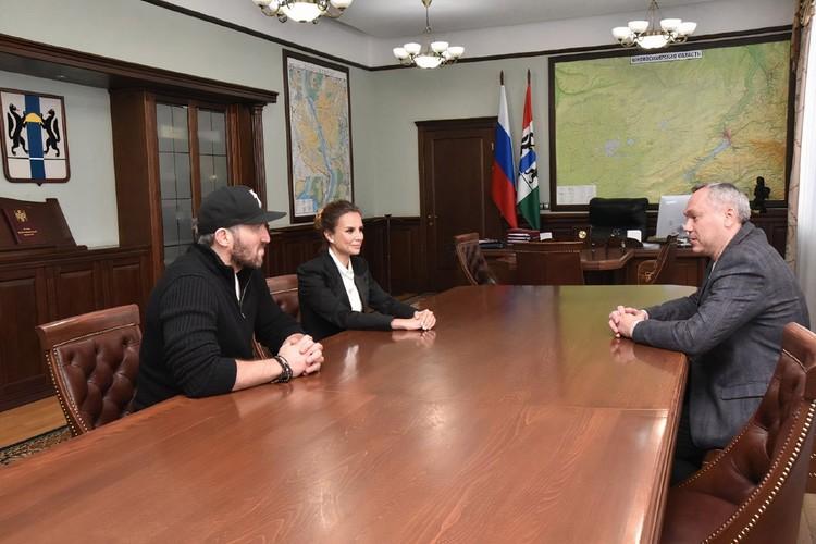 Александр Овечкин, Андрей Травников и Катерина Босов обсудили развитие хоккея в регионе. Фото: nso.ru