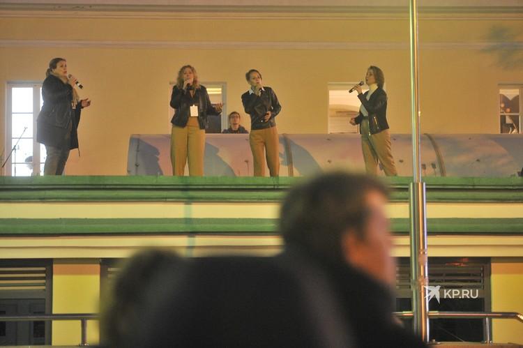 """На крыше """"Музея Екатеринбурга"""" каждый год поют акапелло."""