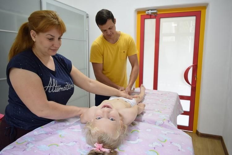 Массаж - одна из процедур реабилитации Фото: «Дом радужного детства»