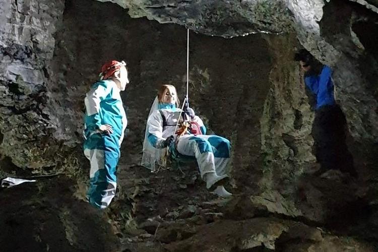 Молодожены - профессиональные спелеологи. Фото: группа ВК Кунгурской ледяной пещеры.