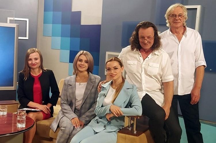 После триумфа авторов и исполнителей песни начали приглашать на телеканалы. Фото: архив Владимира Скобцова