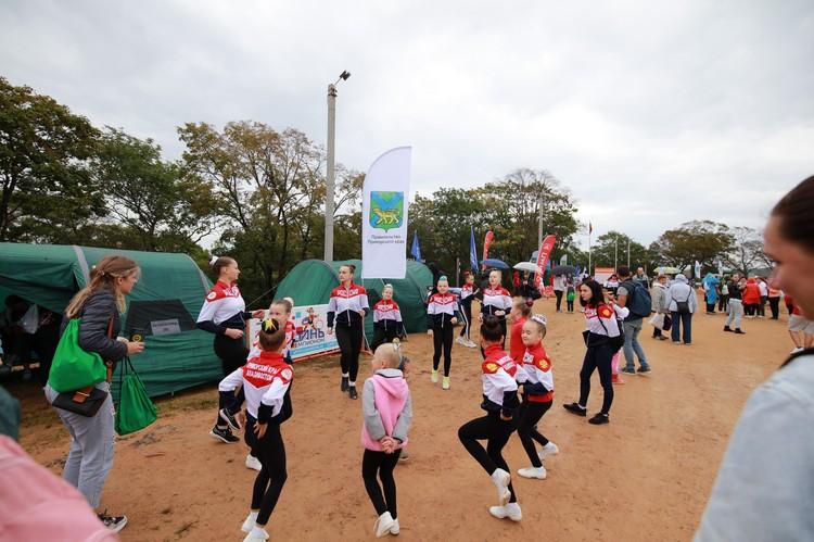 Принимали участие в мероприятии в том числе и детские спортивные организации .
