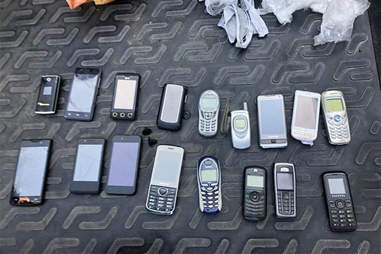 В Тульской области поймали курьеров, которые пытались доставить мобильные телефоны для заключенных в исправительные колонии