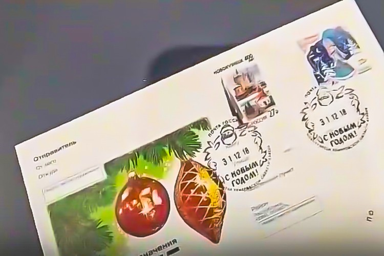 Помимо марок, на выставке представлены конверты, открытки, значки, юбилейные монеты и медали разных лет. Фото: Музей-заповедник «Кузнецкая крепость»