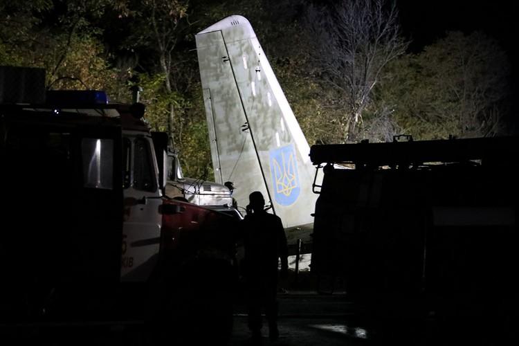 Версию об отказе двигателей подтвердил прибывший на место катастрофы Ан-26 губернатор Харьковской области Алексей Кучер.