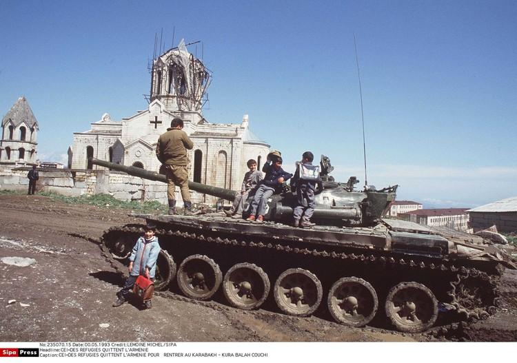 В 1988-м две закавказские республики СССР схлестнулись из-за принадлежности Нагорного Карабаха.