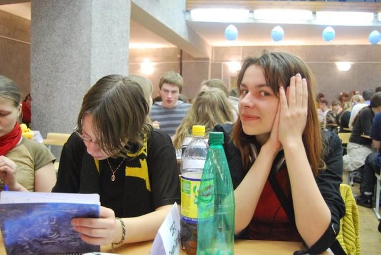 """Анастасия Бугрова (это ей Скипский писал: """"Ну, поживешь (читай, поживешь со мной) - узнаешь"""", - рассказа """"КП"""", что атмосфера в кружке ЧГК была непринужденной: тренер мог общаться с детьми матом или в стиле: """"Ты кого г...доном обозвал?"""""""