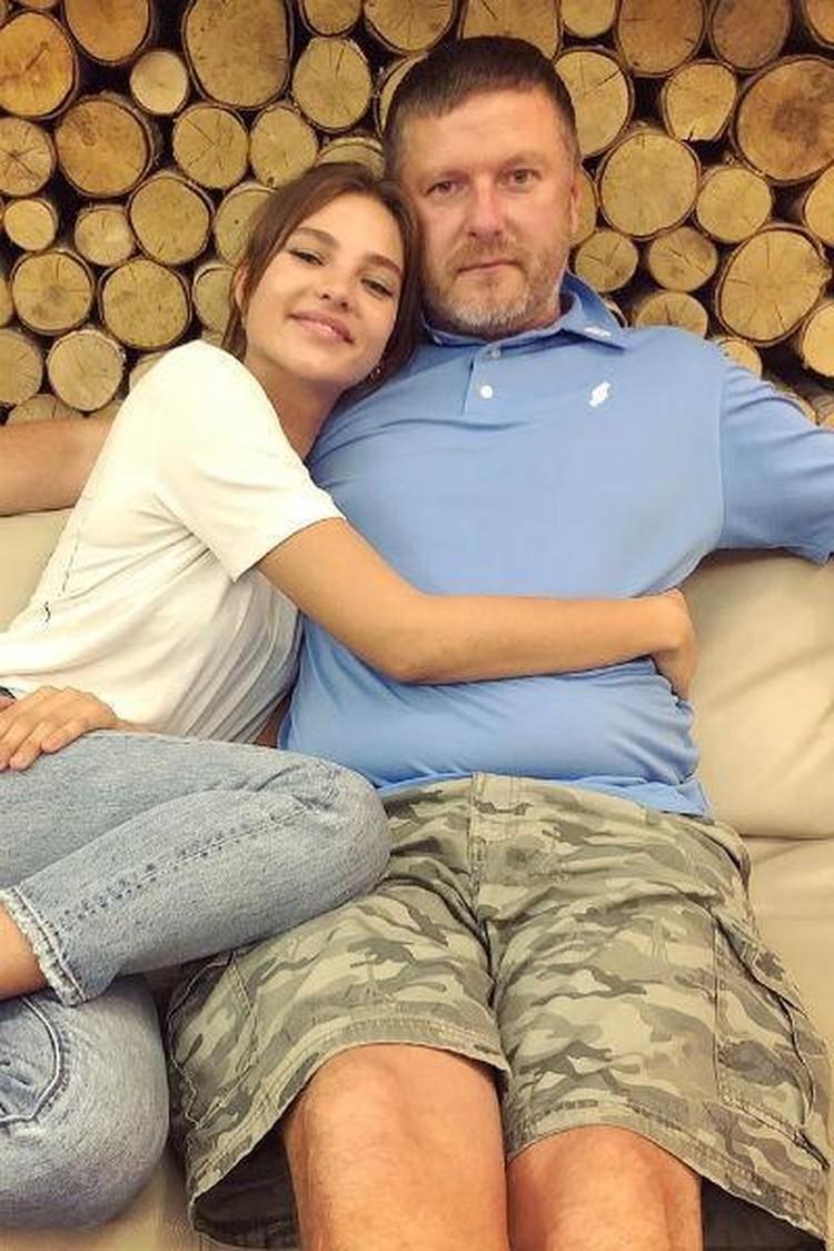 Алеся на отца обижена — недавно он рассказал в интервью, что она ходила на кастинг пьяная