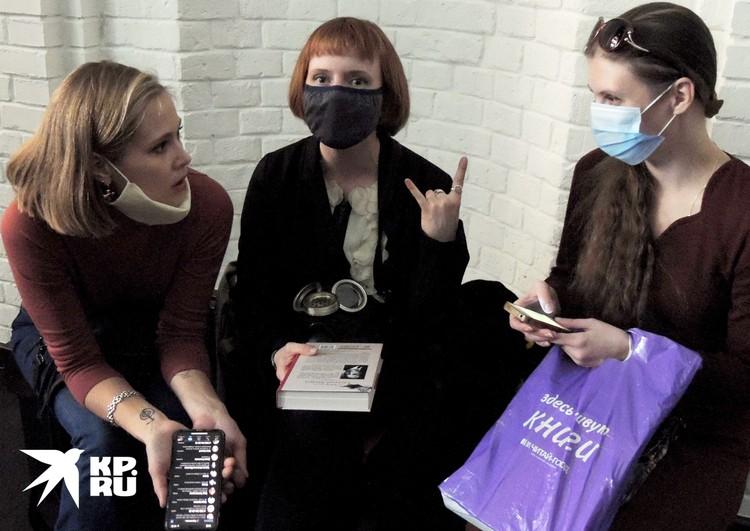 Актриса Дарья Белоусова скрывалась за маской. Но мы ее узнали