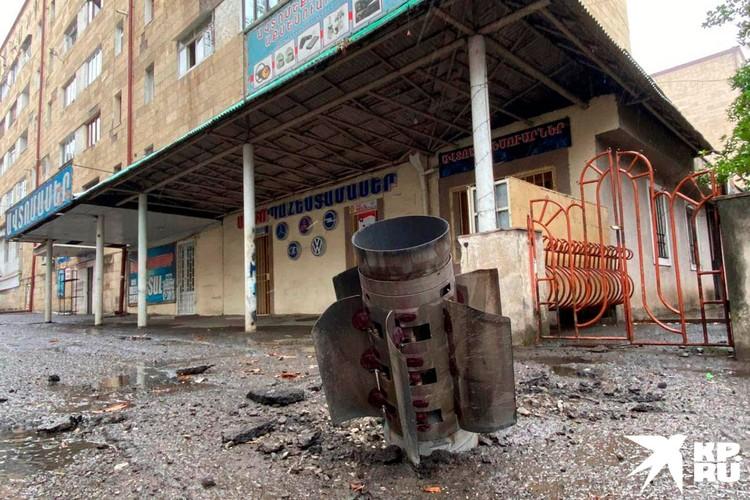 В Степанакерте посреди улицы в тротуар практически полностью вошла ракета.