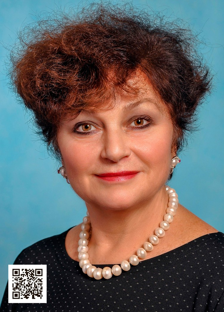 Директор Алла Рудковская поддерживает атмосферу особых взаимоотношений и традиций в лицее.