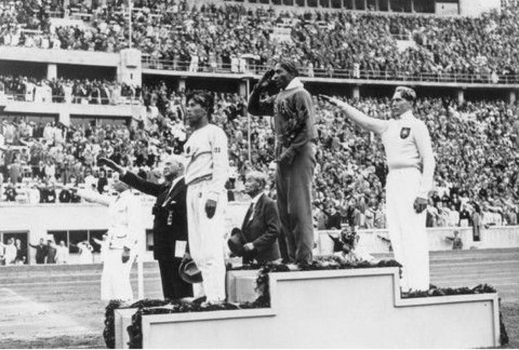 Джесси Оуэнс на Олимпиаде в Берлине.