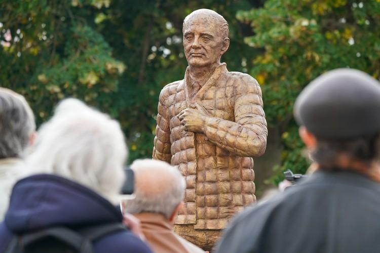 Памятник президенту СССР Михаилу Горбачеву в Дессау, Германия.