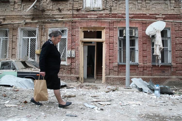 Последствия обстрела азербайджанского города Гянджа. Фото: Валерий Шарифулин/ТАСС