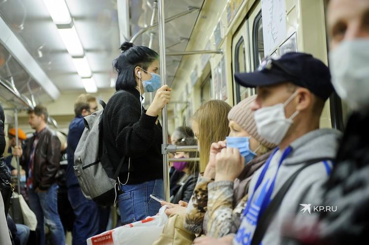 В метро Екатеринбурга уже вторую неделю не пускают без масок.
