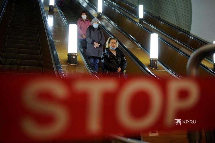 В общественных местах важно защитить органы дыхания от вируса.