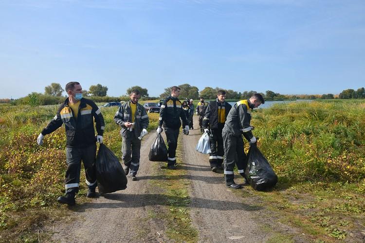 Для коллектива КНПЗ экологический субботник — привычное дело. Фото: НК «Роснефть»