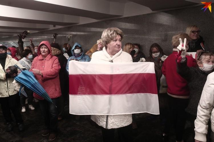 На Марше матерей несли национальную символику.