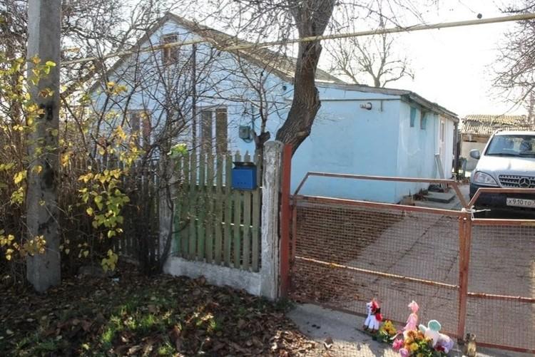 В этом доме жила семья Кати и Александра.