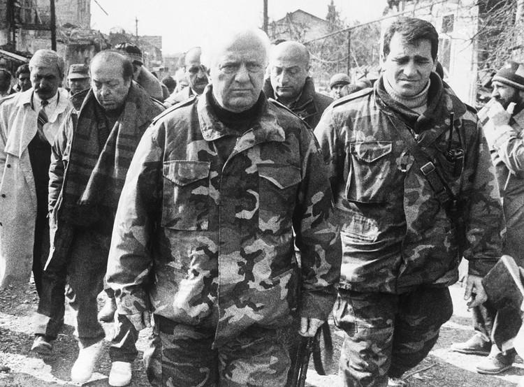 1993 год. В Грузии президент — Эдуард Шеварднадзе. Бывший последним министром иностранных дел СССР