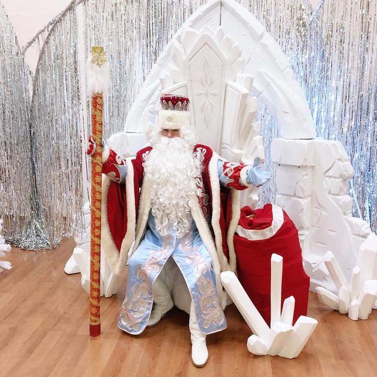 Дед Мороз на новогоднем празднике