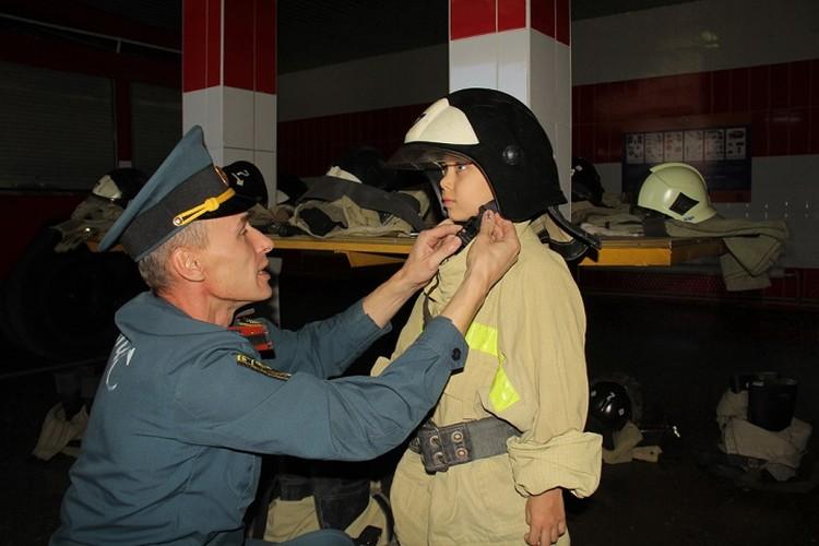8-летнему мальчику из Донецка помогли стать супергероем. Фото: dnmchs.ru
