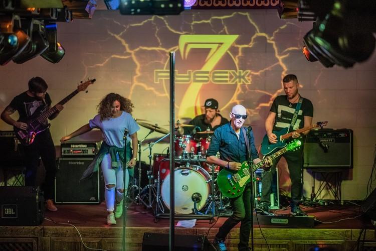 Рок-музыканты из двух городов - Новокузнецка и Кемерова - проводят благотворительный концерт в поддержку приюта для животных «Шанс на жизнь». Фото: Ольга ЗАЙЦЕВА